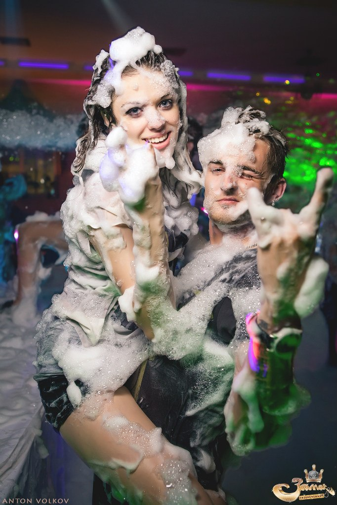 Видео с закрытых вечеринок для взрослых, молодая жена стонет